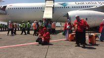 Sujud Syukur Haji Kloter I Debarkasi Solo Setelah Mendarat di Tanah Air