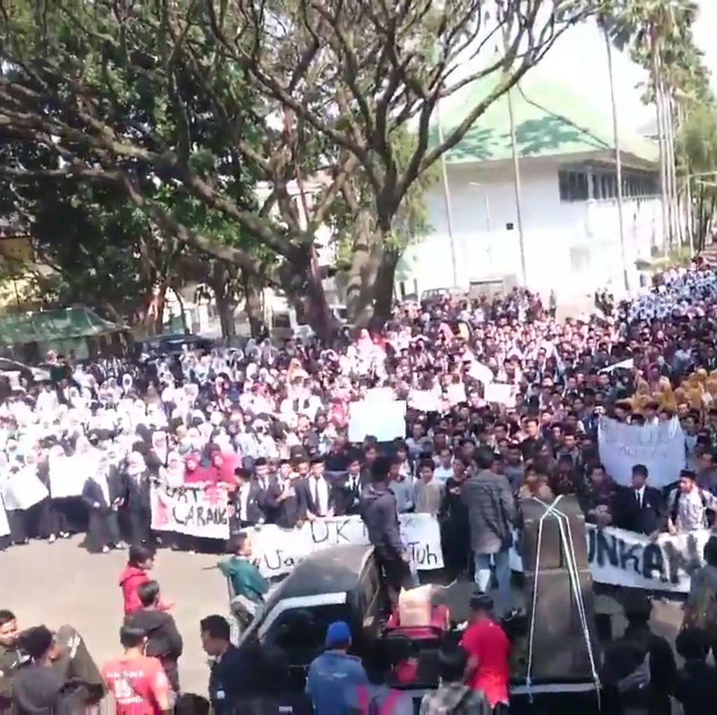 Lucu, Viral Mahasiswa Nyanyi Indonesia Raya Keliru Indonesia Pusaka