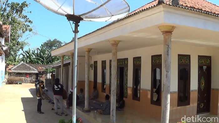 Rumah orang tua pria penyerang Polsek Wonokromo di Sumenep, Madura (Foto: Ahmad Rahman)
