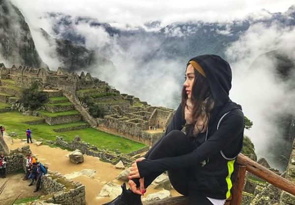 Dia juga pernah berkunjung ke Machupicchu di Peru (adindabakrie/Instagram)