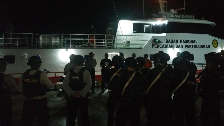 KRI Teluk Lada Bantu Negosiasi dengan Pembajak KM Mina Sejati di Maluku