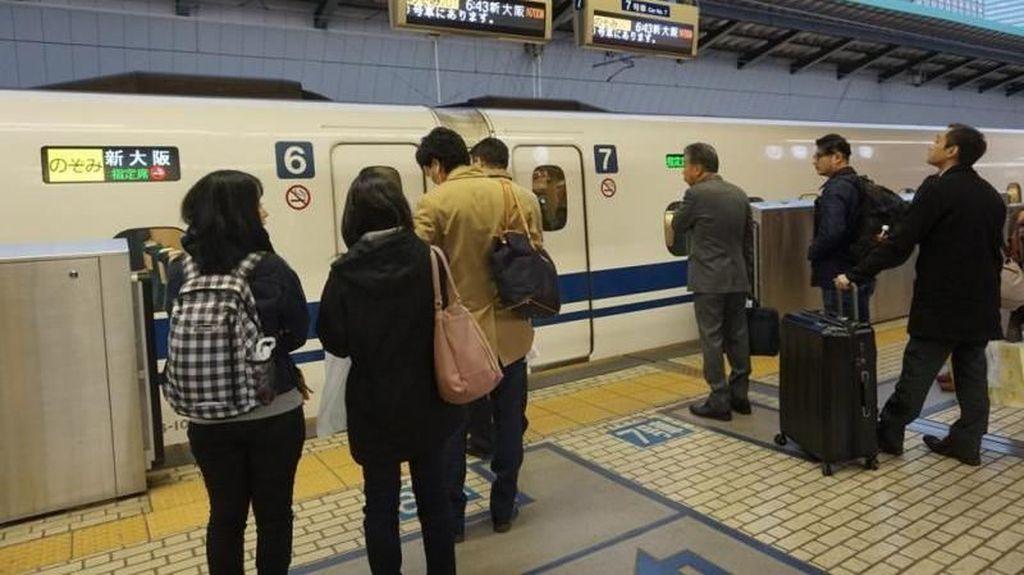 Stasiun Kereta Tersibuk di Jepang, Tapi Bersih Ya