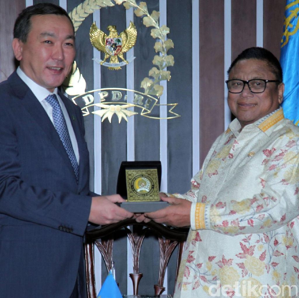 OSO Bertemu Dubes Kazakhstan