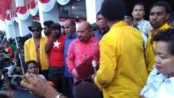 Terima Massa, Lukas Enembe Cerita Protes ke Khofifah soal Mahasiswa Papua