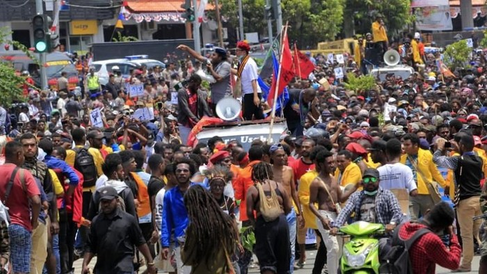 Ilustrasi massa demo di Jayapura. Foto: Antara Foto/Gusti Tanati