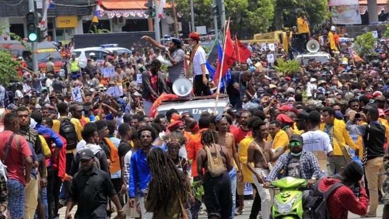 Massa di Jayapura Gelar Aksi Long March