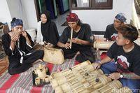 Kisah Uteng Hidupkan Kembali Permainan Tradisional Sunda di Lembang