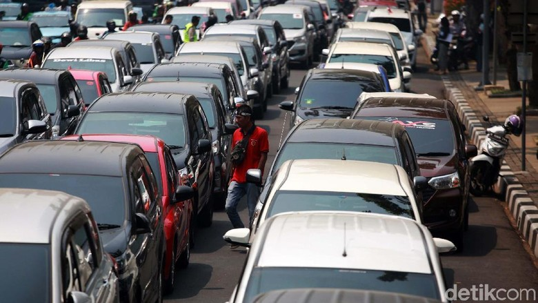 Taksi Online Kebal Ganjil Genap Terkendala Aturan