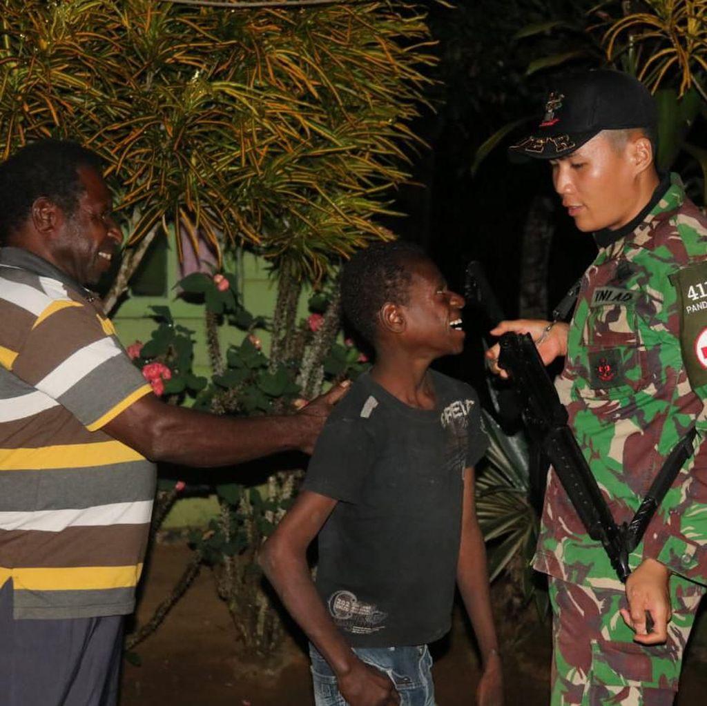 Yonif 411 Kostrad Temukan Johanis yang Hilang 2 Pekan di Hutan Merauke