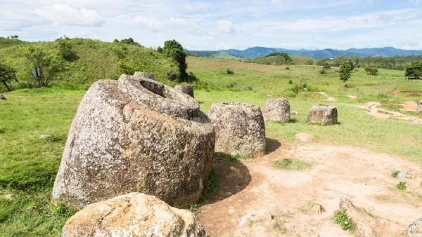 Kawasan ini dibagi menjadi 90 lokasi arkeologi. Di satu lokasi bisa terdapat sampai 400 toples. Tingginya pun bervariasi, mulai dari 1-3 meter (iStock)