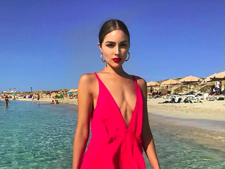 Olivia Culpo pemotretan dengan bikini di Bali. Foto: (oliviaculpo/Instagram)