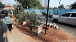 Proyek Galian Kabel Bikin Jalan Raden Saleh Berserakan Tanah