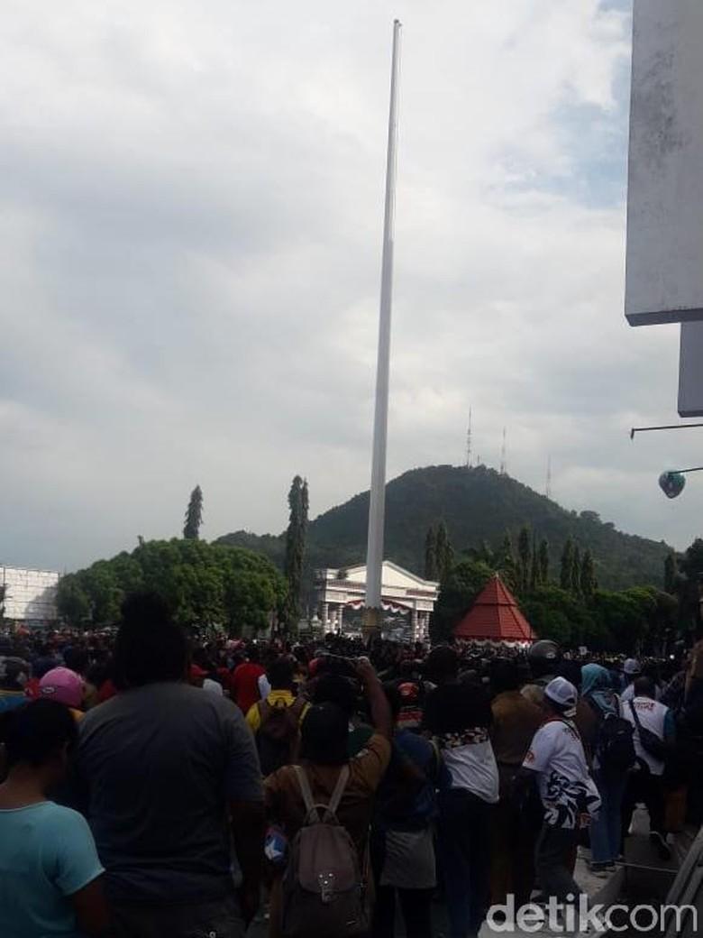 Pemprov Papua Pastikan Tak Ada Insiden Massa Turunkan Bendera