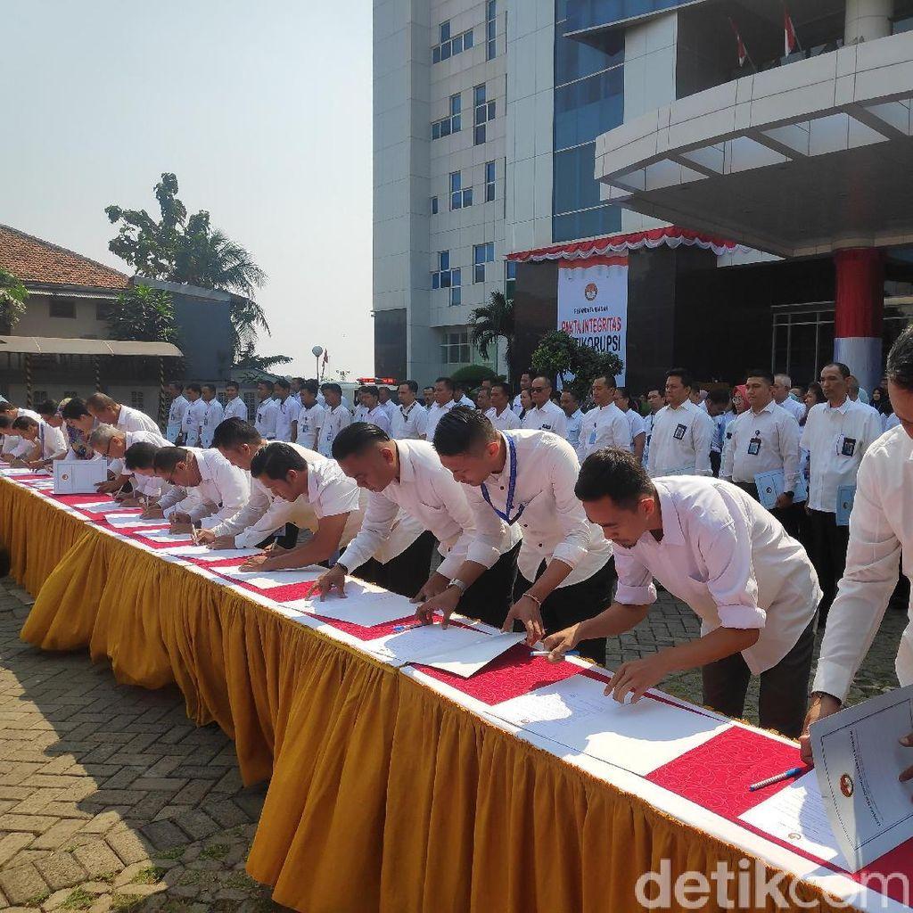 Wujudkan Zona Antikorupsi, 254 Pegawai LPSK Tanda Tangan Pakta Integritas