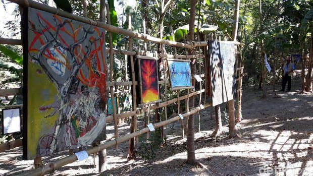 Warga Onggopatran Gelar Pameran Seni Rupa di Pinggir Sungai