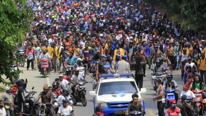 Aksi Massa di Jayapura (Foto: Antara Foto/Gusti Tanati)