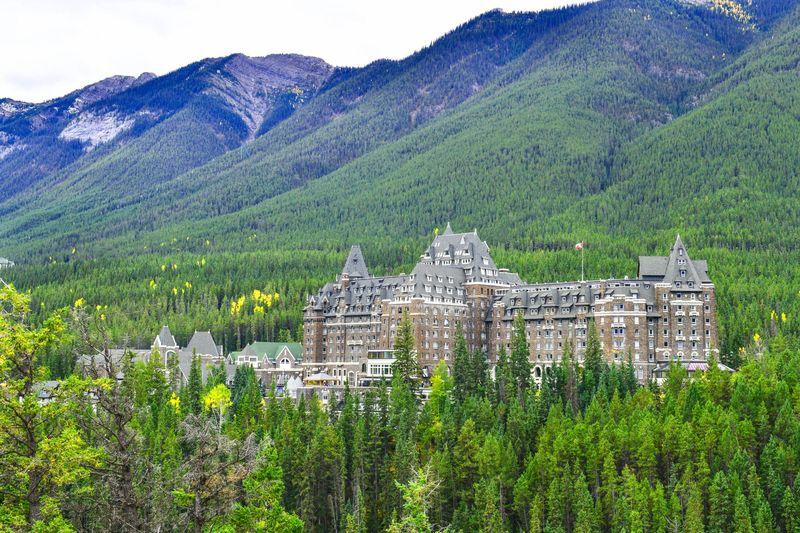 Fairmont Banff Springs adalah hotel mewah berbintang 4. Hotel dengan julukan The Castle in the Rockies ini menyimpan 3 kisah horor yang terkenal (iStock)