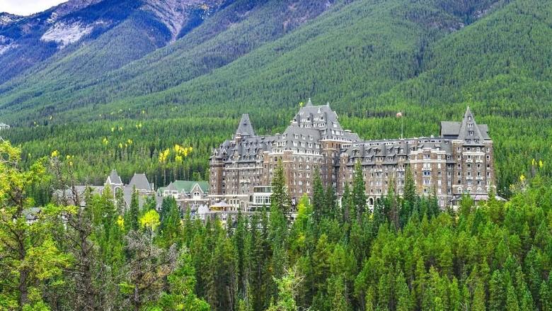Fairmont Banff Springs (iStock)