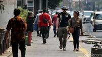 Selain lebih ramah bagi pejalan kaki, pedestrian di kawasan Cikini ini juga ramah bagi para penyandang disabilitas khususnya tunanetra.