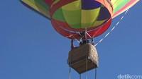 Yuk, cobain naik balon udara di Bromo (M Rofiq/detikTravel)