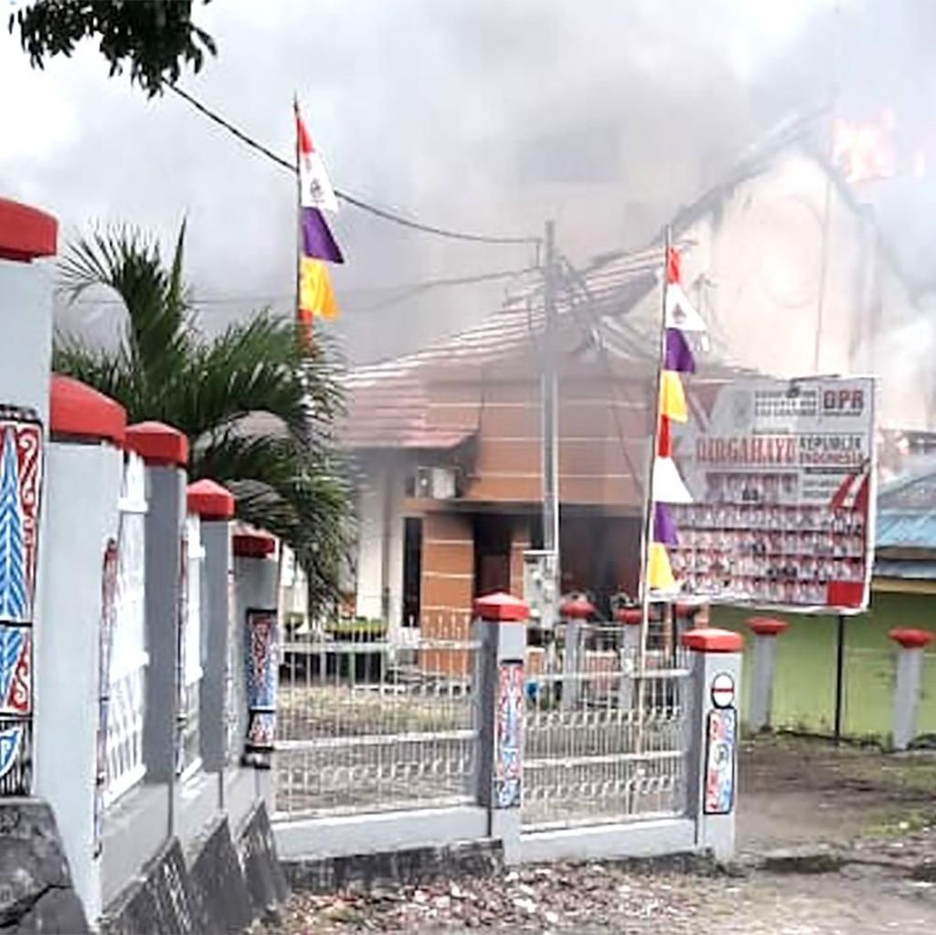 Potret Gedung DPRD Papua Barat yang Dibakar Massa