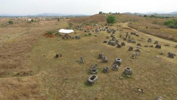 Para Arkeolog menyimpulkan bahwa jenazah harus terurai terlebih dahulu. Kemudian tulang-belulang akan dikuburkan di bawah bangunan toples. Bangunan silinder tersebut menjadi penanda layaknya batu nisan (Australian National University)