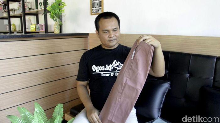 Saat ini dirinya memproduksi celana kain untuk wanita. Jenis produksinya yakni jenis celana baggy pants (celana yang memiliki siluet lebar dan agak loose di bagian pinggul). Harganya pun bervariasi dan semuanya di bawah Rp 100 ribu per potong.