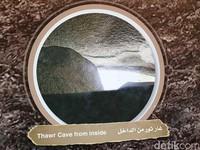Penampakan bagian dalam Gua Tsur, tempat Nabi Muhammad dan Abu Bakar bersembunyi selama tiga hari dari kejaran kaum Quraisy yang memburunya (Ardhi/detikcom)