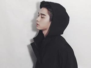 Netizen Heboh Sosok Tampan Manajer Artis K-pop, Ternyata Ini Faktanya