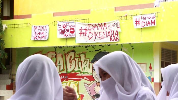 Demo pelajar SMAN 1 Parepare, Sulsel terkait transparansi dana BOS/Foto: DOK. Istimewa