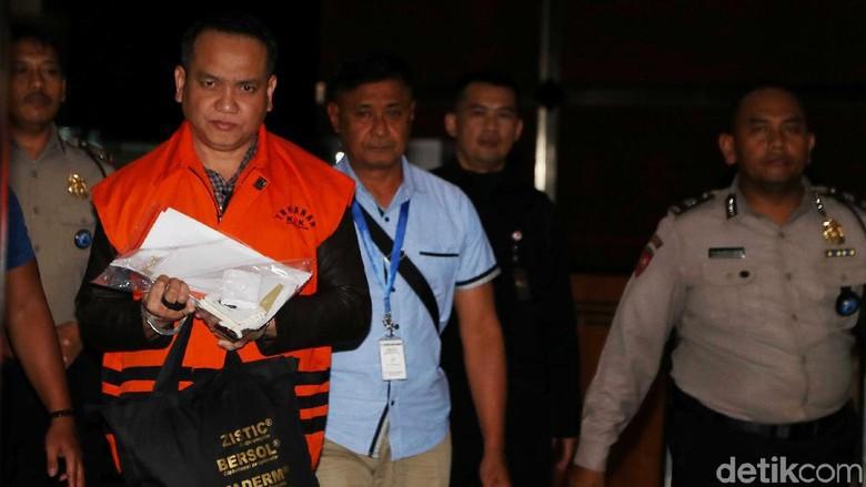 Tangan Diborgol, Jaksa Pengawal Anggaran Ditahan KPK