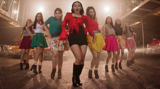 Netizen Ramaikan Video Dada atau Paha Mutia Ayu