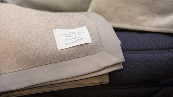 Lebih dari 30% kursi British Airways di rute JFK-LHR adalah first class atau bisnis. Ini perlengkapan tidur dalam pesawatnya dari White Company (British Airways/CNN)