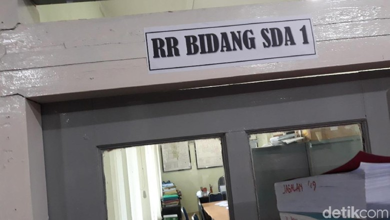 KPK Segel Laci Meja di Salah Satu Ruang di Balai Kota Yogya