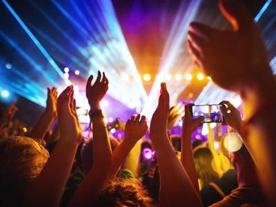 Susul Wuhan, Warga Inggris Nonton Konser Tanpa Masker dan Jaga Jarak