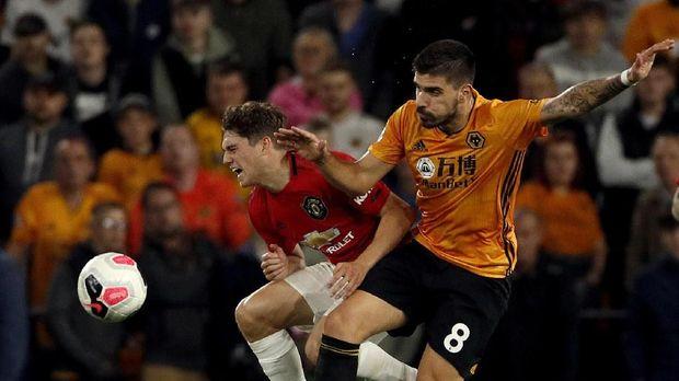 Ruben Neves gelandang Wolves yang juga berbahaya di pertahanan tim lawan. (