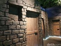 Tampilan depan rumah para sahabat Nabi di Kota Madinah. Coba lihat temboknya, masih menggunakan batu (Ardhi/detikcom)