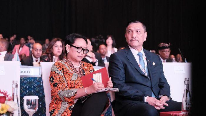 Menko Luhut dan Menlu Retno di acara  Indonesia-Africa Infrastructure Dialogue (IAID) 2019/ Foto: Dok. Kementerian Luar Negeri