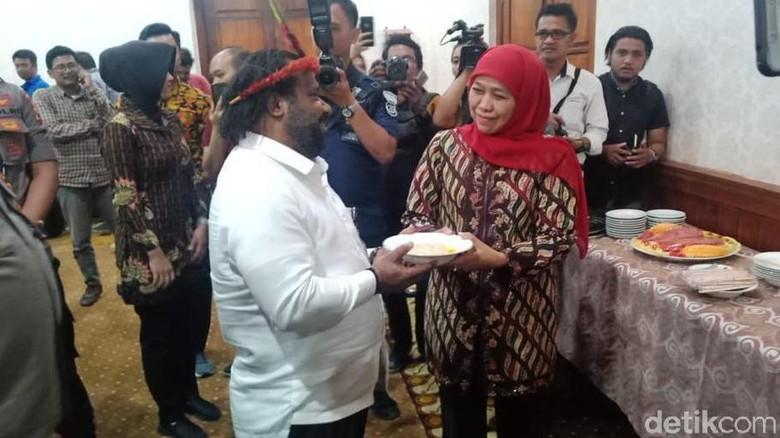 Temui Gubernur Khofifah, Lenis Kogoya Bawa Pesan dari Presiden Jokowi