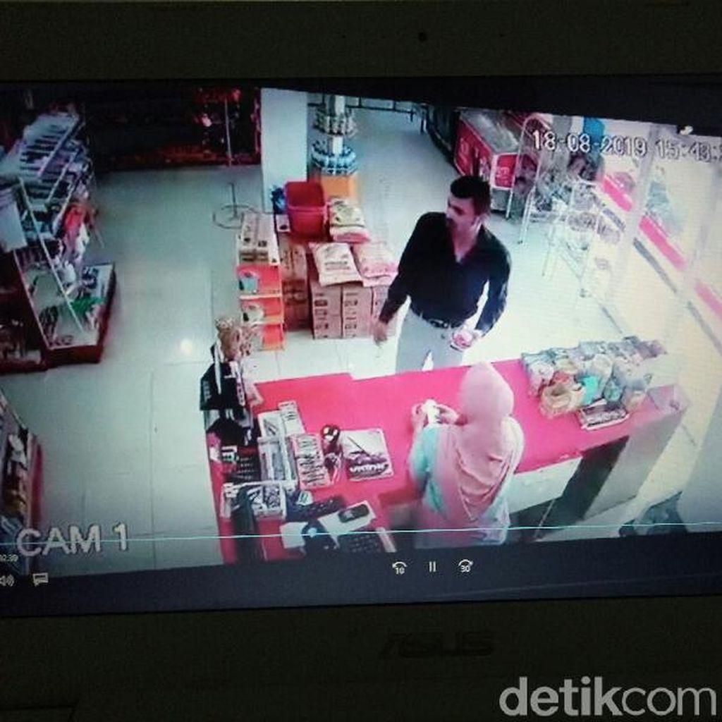 Dua Orang Diduga WNA Curi Uang di Toko Banyuwangi dengan Hipnotis