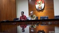 KPK meningkatkan status penanganan perkara ke penyidikan dan menetapkan tiga orang sebagai tersangka, ucap Wakil Ketua KPK Alexander Marwata dalam konferensi pers di KPK, Jalan Kuningan Persada, Jakarta Selatan, Selasa (20/8/2019).