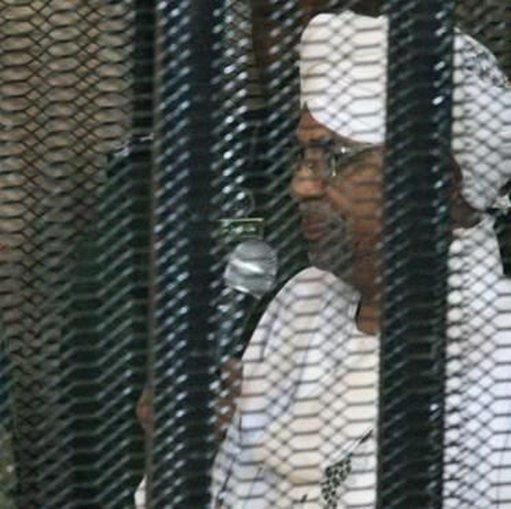Saudi Disebut Beri Jutaan Dolar ke Eks Presiden Sudan al-Bashir