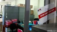 Begini penampakan salah satu ruang di Kantor Dinas Pekerjaan Umum Perumahan dan Kawasan Pemukiman (DPUPKP) Kota Yogyakarta disegel KPK terkait OTT jaksa kemarin.