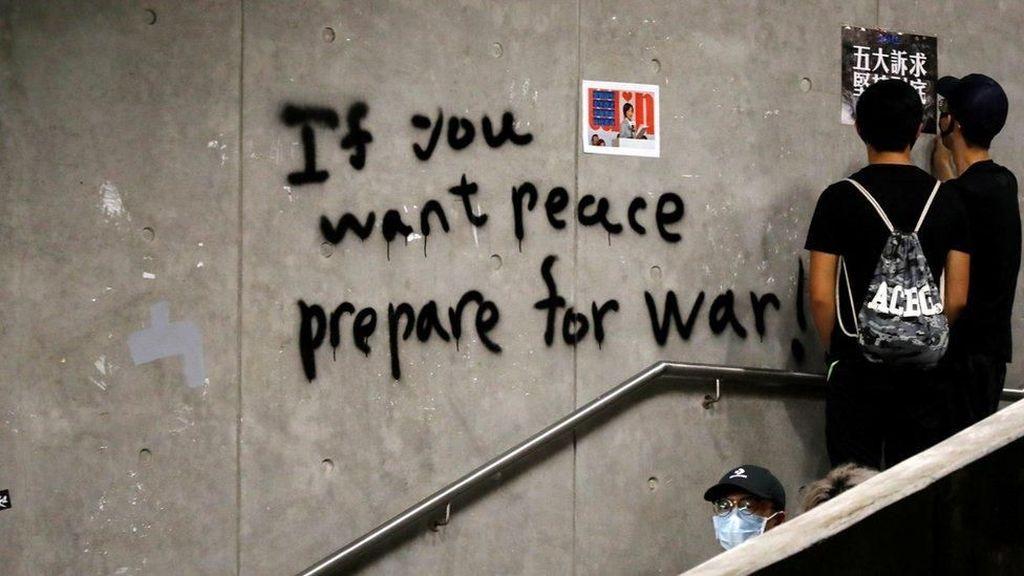 Twitter dan Facebook Blokir Kampanye Misinformasi Hong Kong