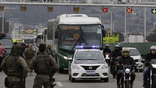Polisi Brasil mengepung bus yang disandera pria bersenjata