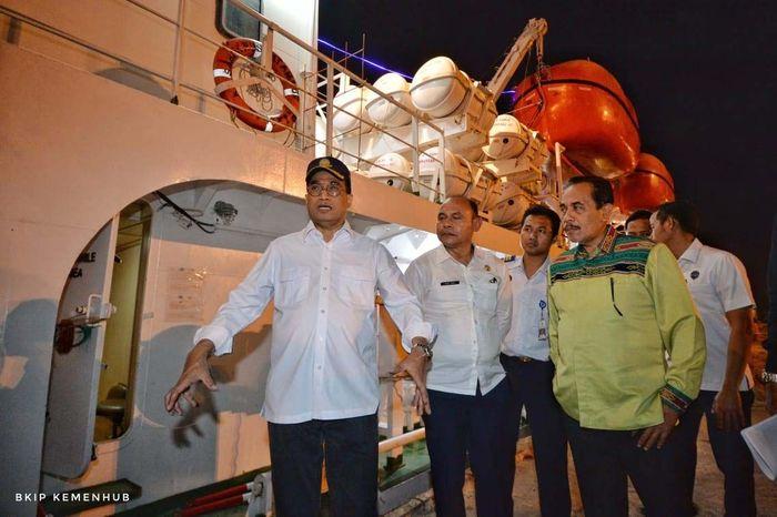 Menhub Budi telah telah meninjau Menara ATC Bandara Internasional El Tari Kupang pada, Selasa (20/8) lalu. Menhub juga melakukan tinjauan ke Pelabuhan Tenau serta Kapal Perintis. Pool/Kementerian Perhubungan.