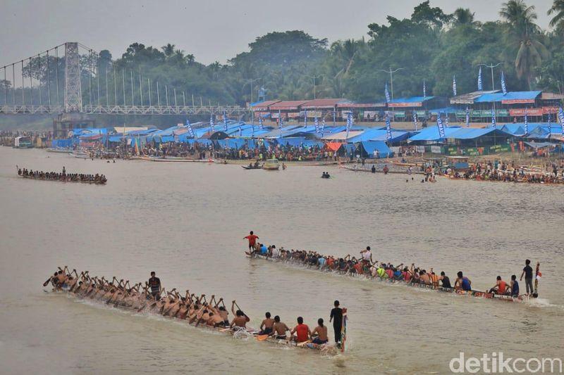 Festival Pacu Jalur yang dilaksanakan di Riau, resmi dibuka Rabu (21/8/2019). Tepatnya di Kabupaten Kuantan Singingi (Kuansing) (Chaidir Anwar Tanjung/detikcom)