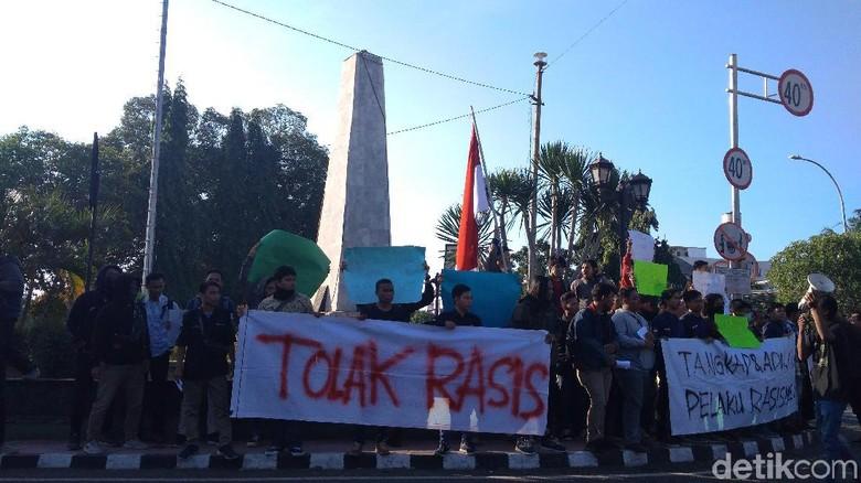 Gelar Aksi di Tugu Proklamasi, Mahasiswa Cirebon Tolak Rasisme