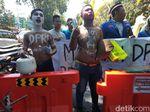 Pelantikan Anggota DPRD Sidoarjo Diwarnai Demo Mahasiswa