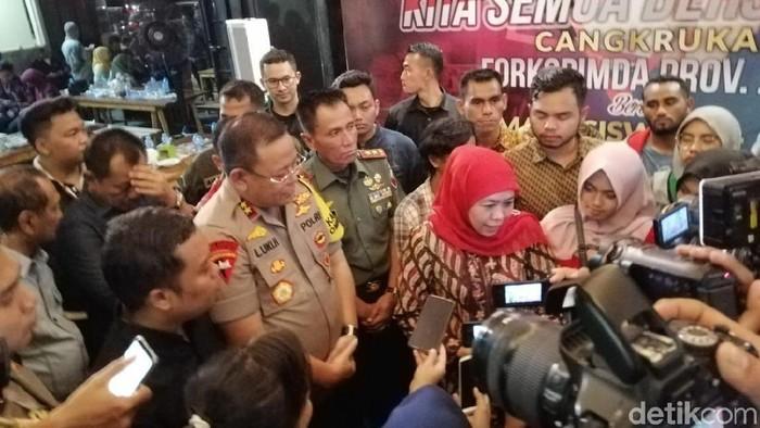 Forkopimda Jatim cangkrukan bareng mahasiswa (Hilda Meilisa Rinanda/detikcom)
